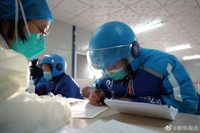 #北京外卖小哥快递小哥有序接种疫苗#