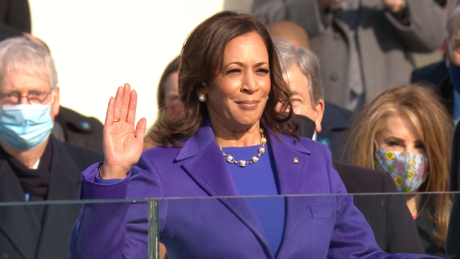 哈里斯宣誓就职美国副总统