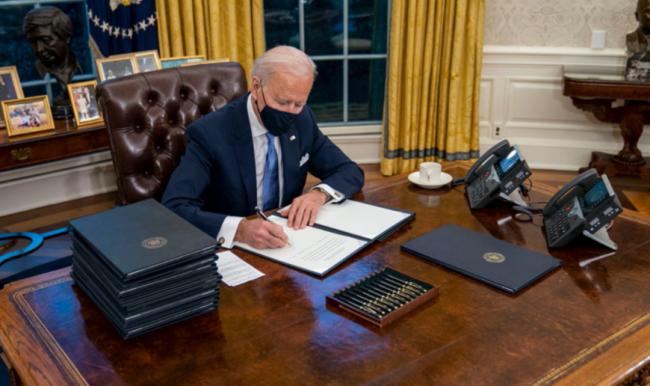笑哭!特朗普在白宫常用的特殊小红按钮火了