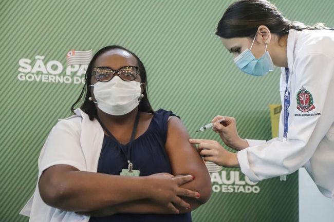 """接种中国新冠疫苗 她们""""火""""了"""