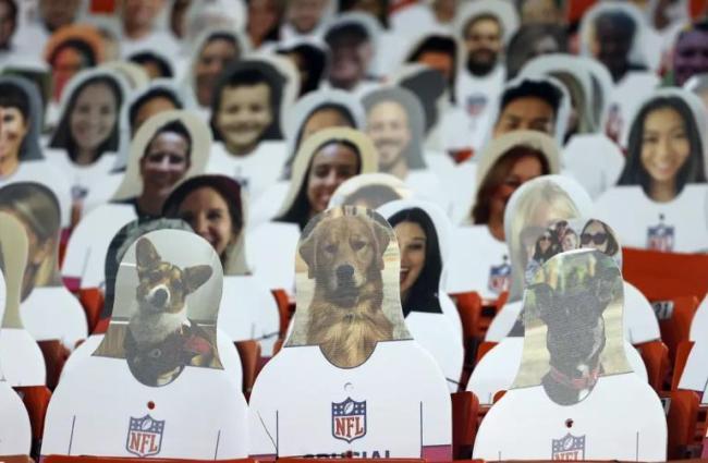 美国超级碗现场坐3万个纸片人:每个向球迷收取100美元弥补门票损失