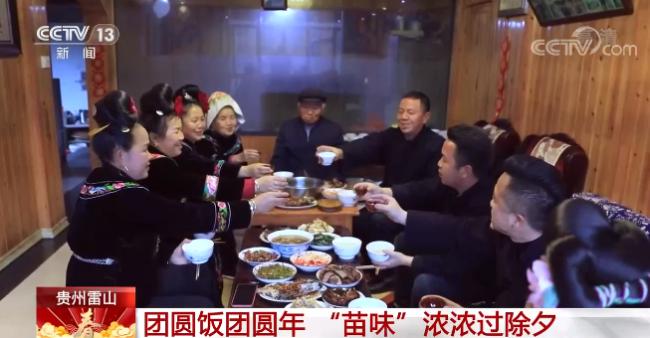 迎接新年!各地居民用自己的方式准备年夜饭