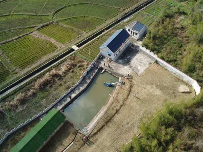 安徽宁国一架直升飞机落入水池 涉事机场:个人黑飞