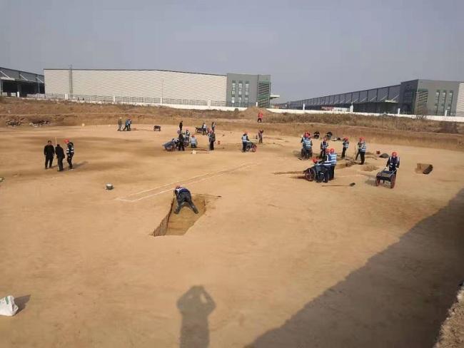 """西安机场扩建""""秒变""""考古现场 发现古墓3500座"""