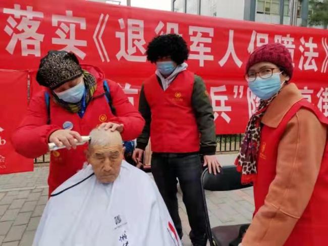 """北京""""雷锋周""""主题活动启动,将组织上万名慈善义工学雷锋"""