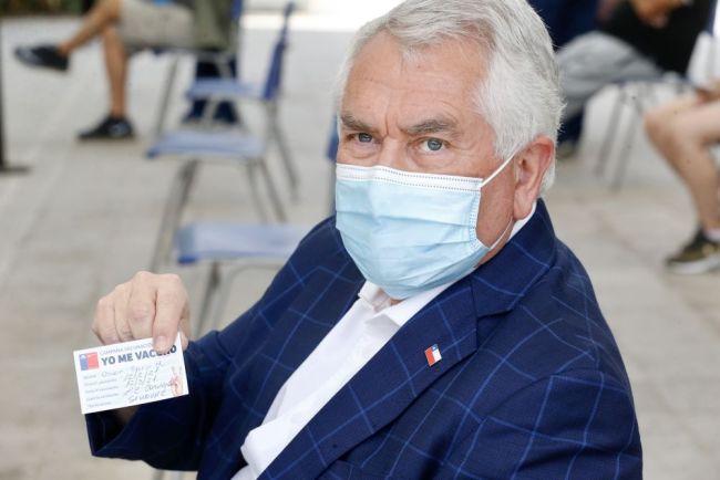 智利总统皮涅拉及卫生部长帕里斯接种第二剂中国新冠疫苗