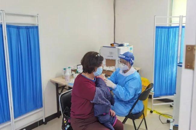"""西城区60岁及以上居民新冠疫苗接种启动,开辟""""绿色通道"""""""