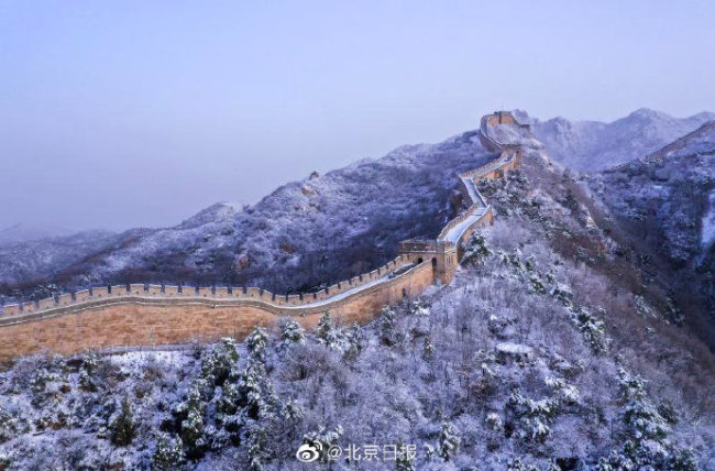 壮观!八达岭长城雪后大片如水墨丹青