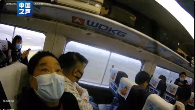 """男子高铁霸座称""""乘务员手脏"""" 被行拘"""