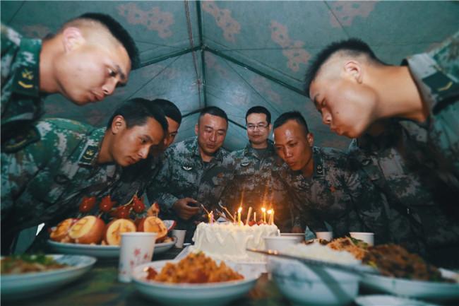 """军营有一种温暖与感动叫""""集体生日"""""""