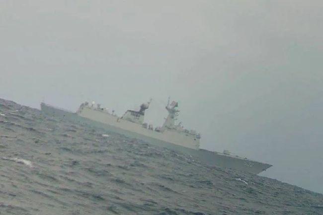 """台媒:解放军护卫舰跨过台湾""""海峡中线"""" 现身台渔场"""