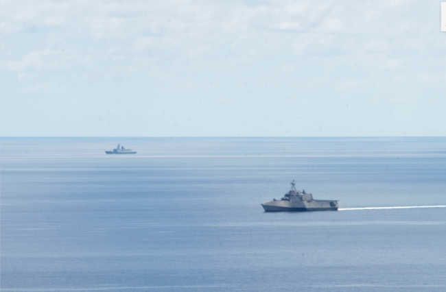 中国航母为啥敢让美国驱逐舰靠这么近?