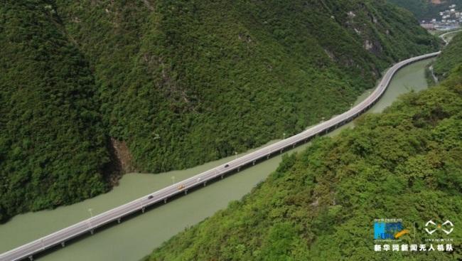 """沿着高速看中国 航拍兴山""""水上公路"""":三峡库区的生态画廊"""
