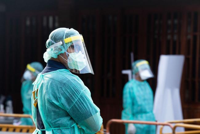 台北日增100床病患 市政府急召退休医护人员支援