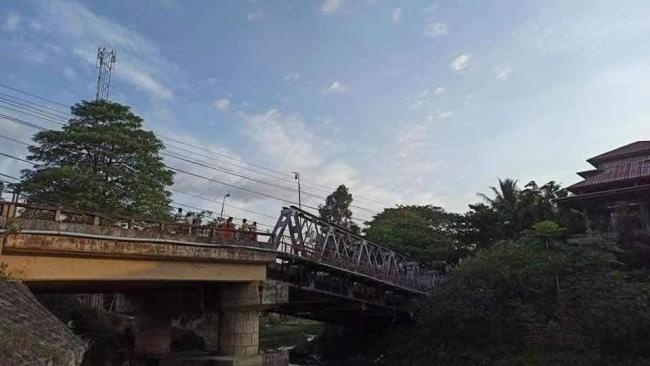 缅甸克钦邦瓦贡大桥被炸