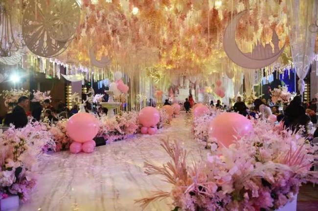 新华社:小学生豪华生日宴堪比婚宴 豪华之风当刹