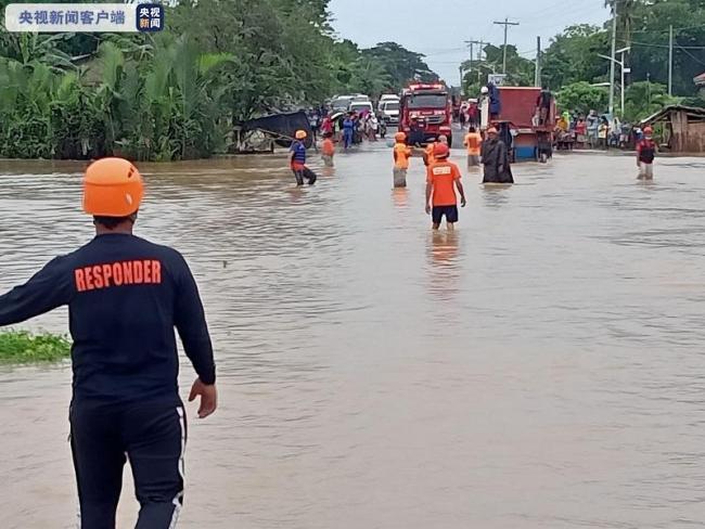 """台风""""彩云""""在菲律宾已致11人死亡"""