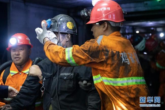 """黑龙江鸡西煤矿""""6·5""""事故被困8人全部平安升井"""