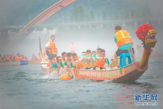 烟波江上赛龙舟