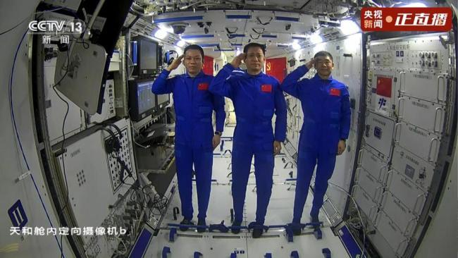 习近平同神舟十二号航天员通话:祝你们在太空工作生活顺利,我们在北京等候各位凯旋!