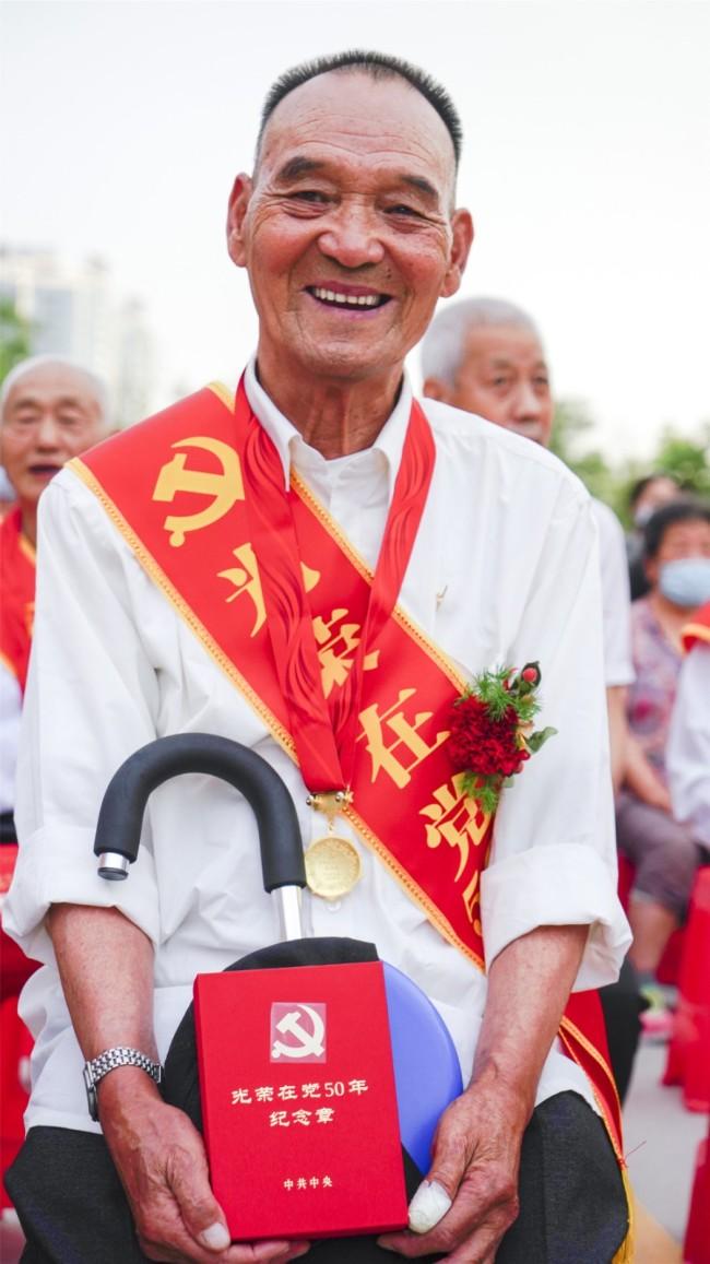 库尔勒市:百合社区文艺汇演庆祝中国共产党成立100周年