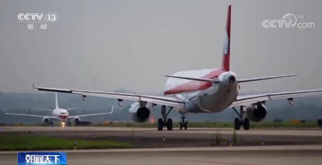 """我国""""十三五""""期间规划建设的最大民用运输机场成都天府国际机场开航投运"""