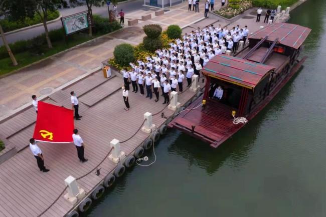 库尔勒市举行新党员代表入党宣誓活动
