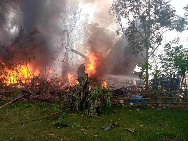 菲律宾军方一架载有85人的飞机坠毁 已有40人获救