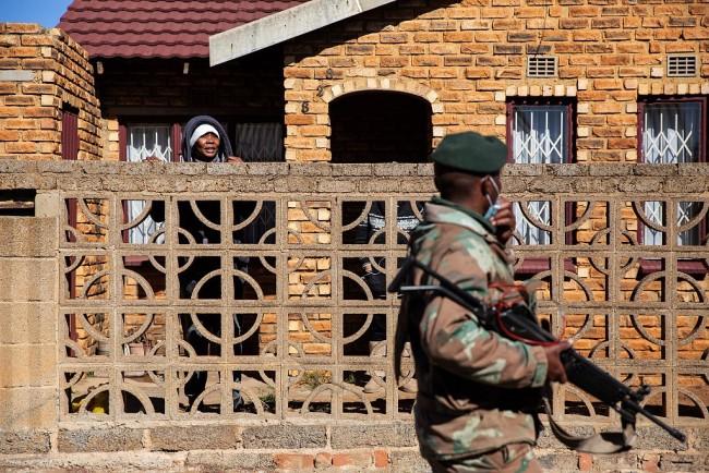 南非骚乱已造成72人死亡 逾千人被捕