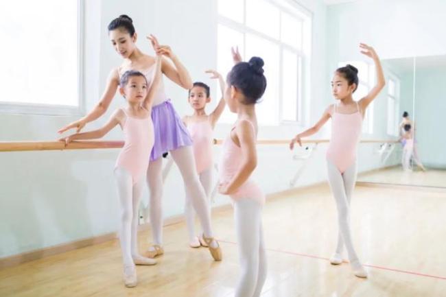 5岁女童致舞伴瘫痪被判免责 审判长解释判决原因