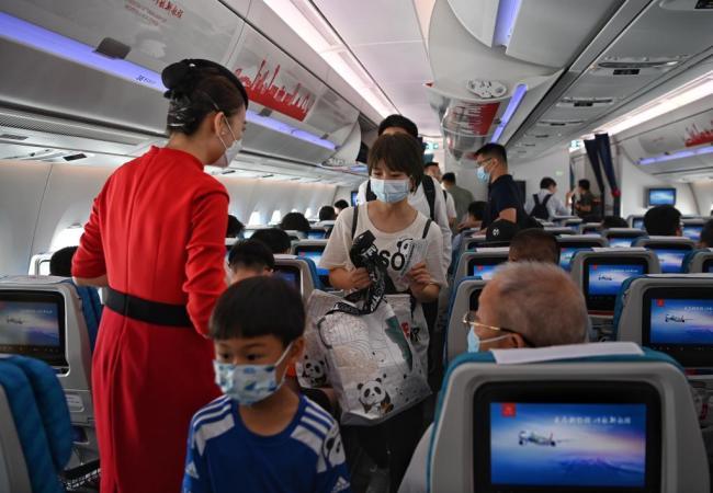 """新开局经济半年报·数说中国 加速""""破圈"""" 活力涌动——从消费主引擎看中国经济后劲"""