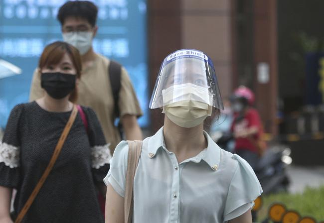 台湾新增15例本土新冠病例 新增1例死亡病例