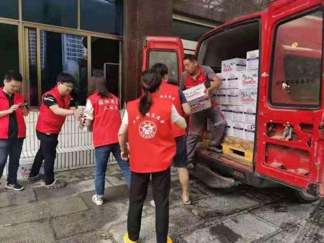 文艺界心系河南 黄晓明捐助首批物资抵达灾区