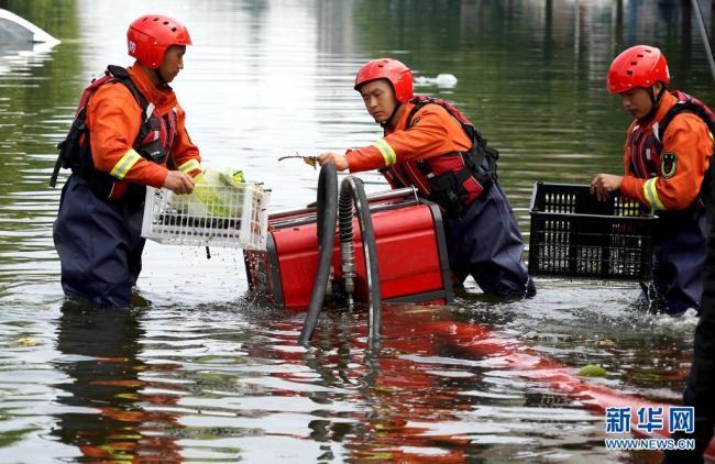 水困卫辉城 排涝进行中