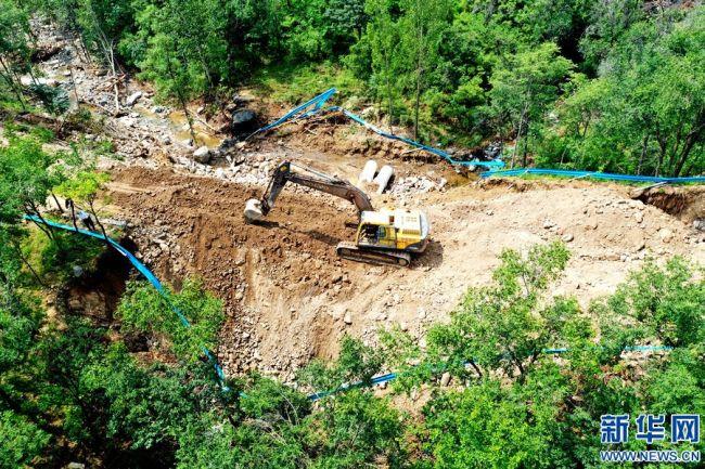 河南淇县:抢修水毁路段