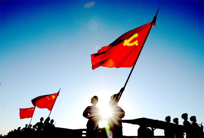 解放军报刊发解辛平文章:风展红旗起新航