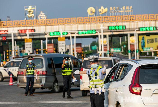 """南京全面扎牢城市出入口严控疫情""""外溢"""""""