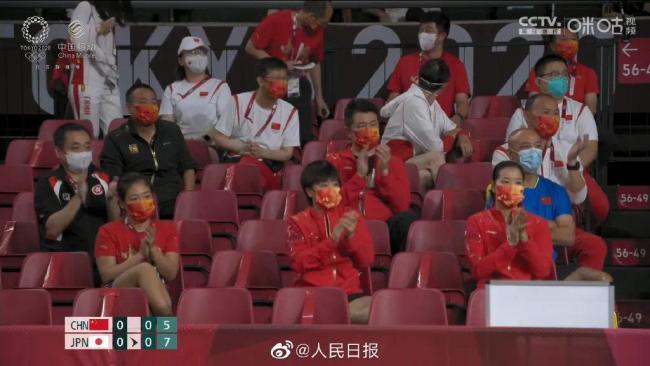中国乒乓女团帅气夺冠!解说的一句话冲上热搜