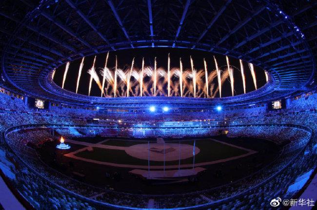 中国代表团旗手苏炳添亮相东京奥运会闭幕式