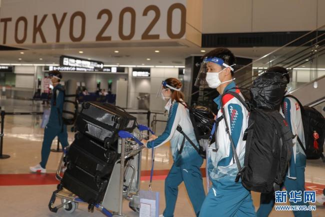 中国残奥代表团首批队伍抵达东京
