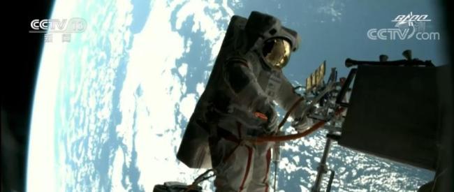 神舟十二号航天员完成第二次出舱 | 酷炫!太空大片,就这么拍!