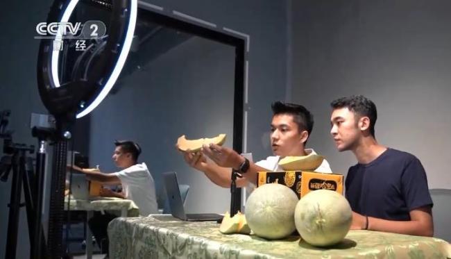 【乡村振兴看一线】新疆:爷孙接力卖瓜 依托现代物流见证甜蜜生活