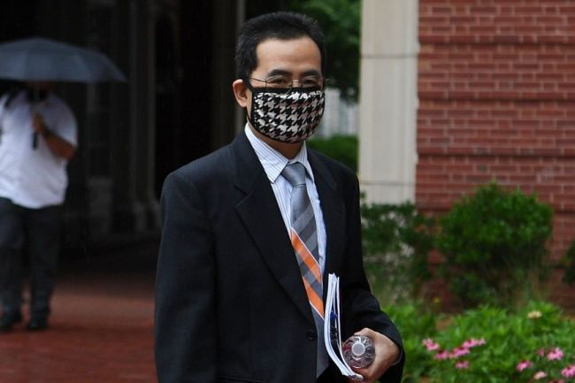 """美""""中国行动计划""""首案:华人教授胡安明被宣判无罪"""