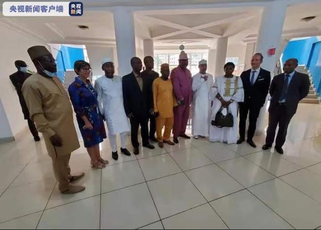 联合国代表团抵达几内亚 与政变军人等会面