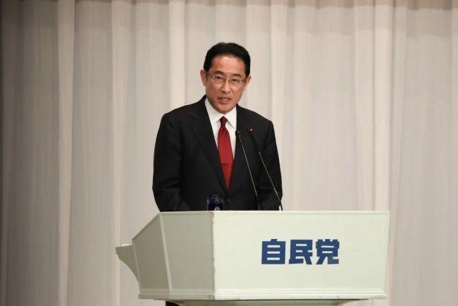 2020年9月8日,在日本东京自民党总部,自民党总裁候选人岸田文雄发表演讲。(新华社记者 杜潇逸 摄)