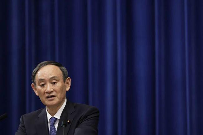1月7日,在日本东京,日本首相菅义伟出席新闻发布会。新华社发(太田洁摄)