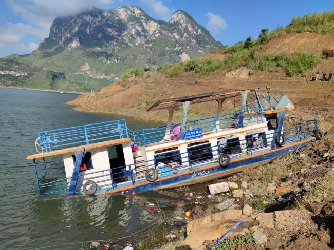 贵州客船侧翻事故一搜救人员出意外 抢救无效去世