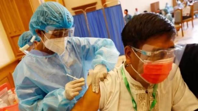 缅甸累计接种新冠疫苗超900万剂 疫情逐渐缓解