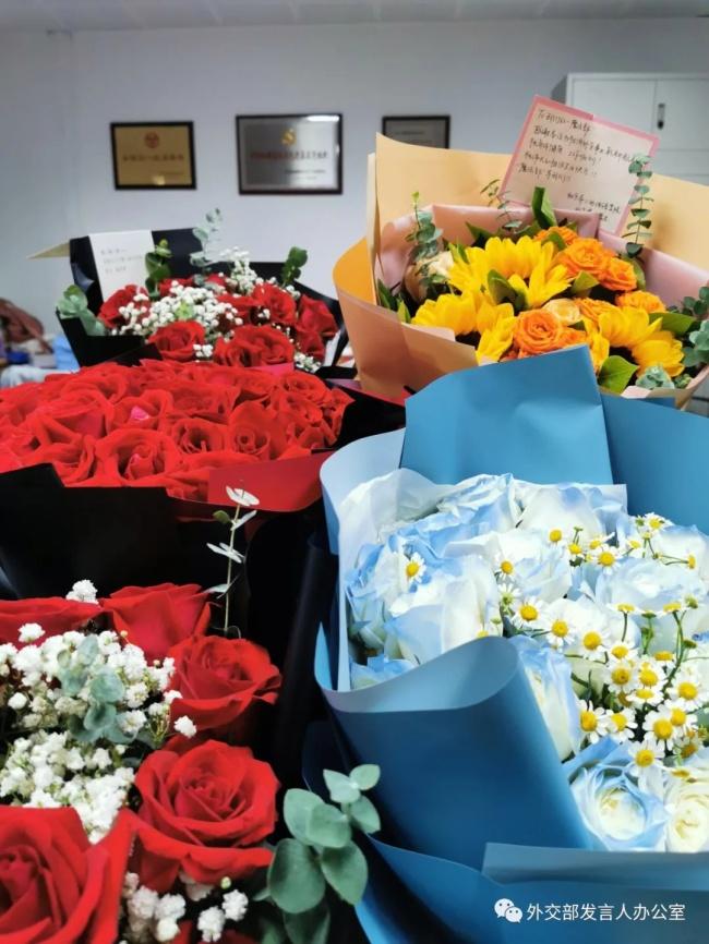 外交部:真誠建議大家不要再來送花了