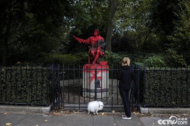 伦敦:哥伦布雕像被泼红油漆